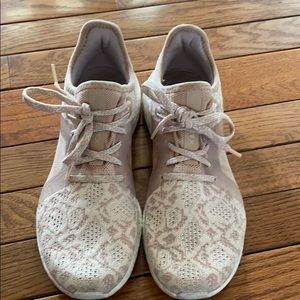 EUC adidas Lace sneakers
